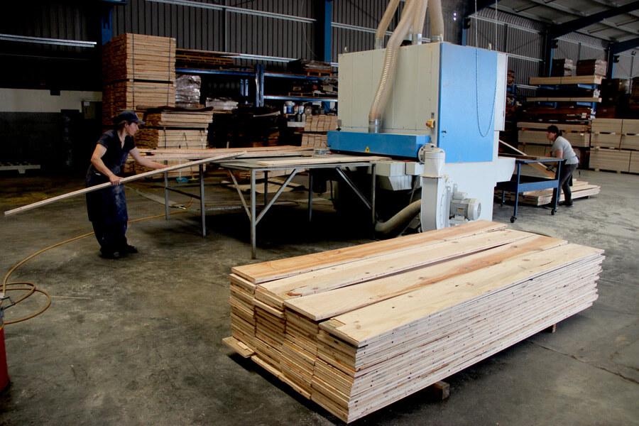 produção de soalho madeira naturtec aji madeiras